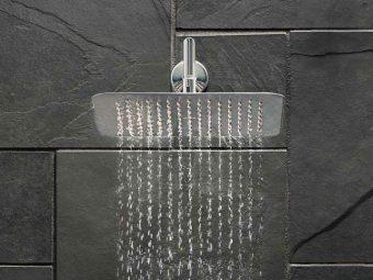 chuveiro a gastar agua